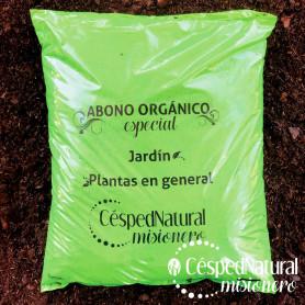 Abono especial orgánico para césped y plantas